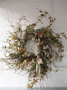 We have started using dry items like lunaria (also known as honesty or silver dollar), pale green lichen-covered branches, twisted birch and willow, catkins, scabious and poppy and eucalyptus seed pods to make beautiful variations on the Christmas Events, Christmas Jars, Christmas Wreaths To Make, How To Make Wreaths, Christmas Mood, Xmas, Dried Flower Wreaths, Dried Flowers, Wedding Wreaths