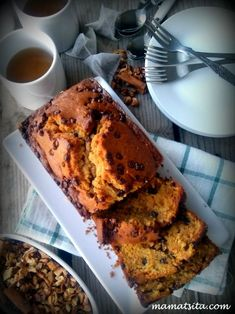 Banana bread with chocolate chips Nutella, Sweets Recipes, Desserts, Coffee Corner, Piece Of Cakes, Chocolate Cake, Chocolate Chips, I Foods, Feta