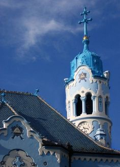 Elisabeth´s church (Blue church) is an amazing example of Art-Nouveau in Bratislava and one of the most beautiful churches in Slovakia. Beautiful Buildings, Beautiful Places, Bratislava Slovakia, Central And Eastern Europe, Heart Of Europe, Cathedral Church, Place Of Worship, Kirchen, Places To Go