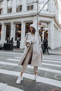 Layered Neutrals – Flaunt and Center - Ideen für Sportbekleidung Winter Mode Outfits, Winter Fashion Outfits, Autumn Winter Fashion, Fall Outfits, Winter Layering Outfits, Nyc Fashion, Fashion Week, Look Fashion, Fashion Trends