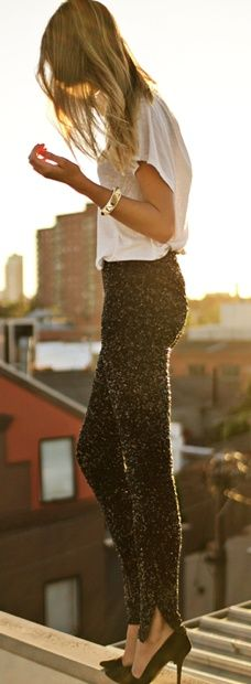Loose t-shirt, skinny pants with sparkle and high heels #fashion #style
