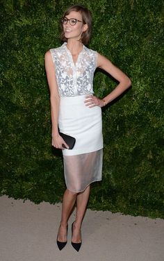 Karlie Kloss looking adorable in her new haircut (which I LOVE) and Illestevaglasses and chic and cool Cushnie et Ochs dress.