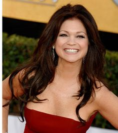 Valerie Bertinelli age 54 Everyone says I'm her twin- if i look like this at I'm good with that! Pretty People, Beautiful People, Beautiful Ladies, 50 Y Fabuloso, Celebrity Measurements, Valerie Bertinelli, Hollywood, Famous Women, Famous People