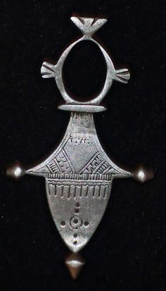"Africa | ""Teneghelt"" cross ""Iferouane"" from the Tuareg people of Niger 
