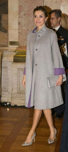 Queen Letizia - mint green embroidered lace coat and dress by Felipe Varela - pewter Felipe Varela clutch - Magrit 'Barbara' clutch Royal Fashion, Look Fashion, Hijab Fashion, Winter Fashion, Fashion Dresses, Womens Fashion, Fashion Design, Clothing For Tall Women, Coats For Women