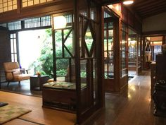 cafe de 紅緒(beniwo) - カフェ ド 紅緒 Traditional Interior, Traditional House, Japanese Style House, Japanese Interior, Attic Rooms, Japanese Architecture, Home Hacks, Living Room Interior, Building A House