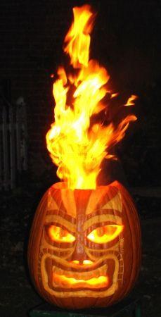 The Angry Tiki God Flaming Pumpkin -Extreme Pumpkins has a vast collection of creative ideas. Halloween Pumkin Ideas, Holidays Halloween, Happy Halloween, Halloween Decorations, Halloween Party, Halloween Stencils, Halloween Table, Halloween Jack, Halloween 2020