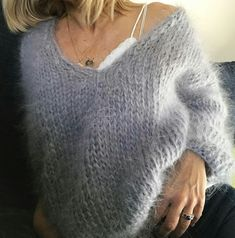 68 ideas crochet cardigan chunky jumpers for 2019 Fluffy Sweater, Mohair Sweater, Crochet Cardigan, Knit Crochet, Gros Pull Mohair, Knit Fashion, Crochet Clothes, Cardigans For Women, Hand Knitting