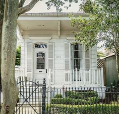 I refer to the area of town I live in as 'the land of white houses'. Can you guess it? I do like them, it's merely fact, there are a lot… Cute Cottage, Cottage Style, Cottage Living, Cottage Homes, New Orleans Architecture, Creole Cottage, Fairytale Cottage, Sweet Home, New Orleans Homes