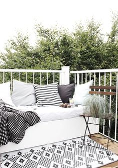 Outdoor Rugs for a cozy patio_my blue flamingo