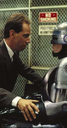 RoboCop (1987) photos, including production stills, premiere photos and other event photos, publicity photos, behind-the-scenes, and more.