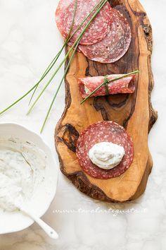 Involtini di salame e ricotta - Ricetta Involtini di salame - Tavolartegusto.it