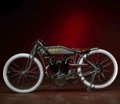 Beautiful old Harley Board-Tracker. Old School Motorcycles, Antique Motorcycles, American Motorcycles, Harley Davidson Custom Bike, Harley Davidson Motorcycles, Moto Bike, Motorcycle Bike, Women Motorcycle, Vespa