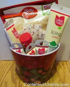 Cookie Baking Basket - Gifts on a Budget verschenken, Cookie Baking Gift Basket Themed Gift Baskets, Raffle Baskets, Diy Gift Baskets, Basket Gift, Fundraiser Baskets, Holiday Gift Baskets, Christmas Baskets, Jar Gifts, Food Gifts