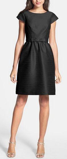 Little black dress Маленькое чёрное платье должно быть у каждой девушки