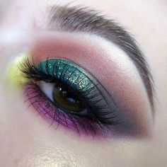 colorful smokey eye @kaynadianbeauty, no liner : yellow inner-corner highlight, purple / burgundy beneath, green w/ gitter on top, warm brown crease, w/ eyeshadow winged out instead #makeup