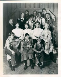 Little House On The Prairie Cast Tv Photo Rare Vintage Silverscreen. Una serie que no podemos olvidar. 80 Tv Shows, Old Shows, Movies And Tv Shows, Classic Tv, Classic Movies, Ingalls Family, Michael Landon, Laura Ingalls Wilder, Black N White Images