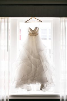 Dreamy Vera Wang ballgown: http://www.stylemepretty.com/2016/05/21/one-pearl-necklace-three-generations-the-perfect-bridal-accessory/ | Photography: Sweetlife Photo - http://lovethesweetlife.com/