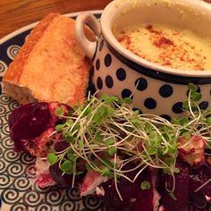 レシピとお料理がひらめくSnapDish - 11件のもぐもぐ - curried cauliflower soup with beet salad by Matthew Cashen