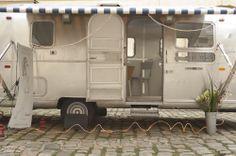 Le joli Nail Truck vu de l'extérieur ! Suivez son parcours en live sur >> www.lenailtruck.fr #lenailtruck #glossup #nail #glossupxlenailtruck #beauty #glossupparis #nailart