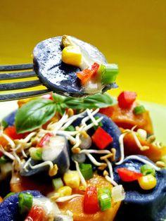 """Salată """"tehnicolor"""" cu cartofi violet şi portocalii - simonacallas Violet, Caprese Salad, Food, Meals, Yemek, Insalata Caprese, Eten"""
