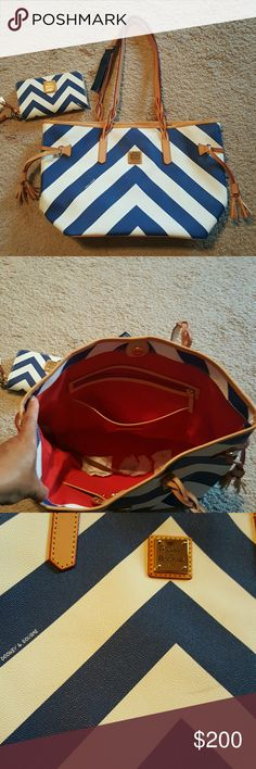 Authentic Dooney Burke Handbag/ Wallet Large tote with matching wallet MAKE AN OFFER Dooney & Bourke Bags