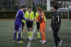 Stretta di mano tra capitani prima dell'inizio della gara vs Anderlecht