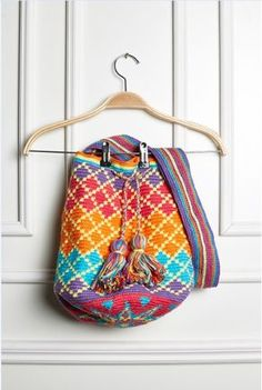 Wayuu mochilla Bag Diamonds--free pattern-use Google translate
