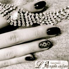 Unghie Glamour!  Guarda tutte le #NailArt delle Fate: http://www.langolodellefate.it/angolo-delle-fate-centro-estetico/ricostruzione-unghie-2/