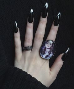 For those who like delicate nail design, Stiletto Nails are becoming a trend! More and more women choose this Stiletto Nail Designs! As far as nail art is concerned, stiletto style nails is a good reflection. They are basically elliptical, but at t Witchy Nails, Goth Nails, Goth Nail Art, Silver French Manicure, French Manicures, Pretty Nails, Fun Nails, Stiletto Nail Art, Black Nail Designs