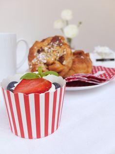 Cupcakeformer 24 pk røde striper   Kremmerhuset  #Kremmerhuset #Interior #Inspiration Brunch Recipes, Pudding, Lunch, Desserts, Cupcake, Inspiration, Baking, Drinks, Tailgate Desserts