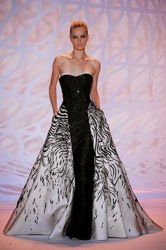 Nişan, Mezuniyet Elbise Önerileri ! Patron yarışması 2. hafta ilk gün tasarımcılardan birinin yapmış olduğu elbisenin benzeri.