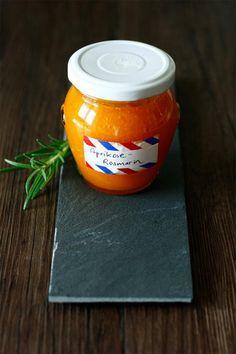 Aprikosen-Rosmarin-Marmelade Italien, Spanien… egal, wo du dich mit Elas Marmelade hinträumst, es wird in jedem Fall sommerlich-mediterran. Und das nur dank der raffinierten Kombination aus süßen Aprikosen und duftendem Rosmarin. © Ela | Transglobal Pan Party