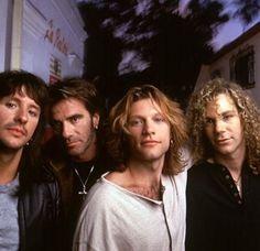 Bon Jovi I love you forever Bon Jovi Now, Jon Bon Jovi, Freddie Mercury, Great Bands, Cool Bands, 90s Tour, Bon Jovi Concert, Bon Jovi Pictures, Emilio Estevez
