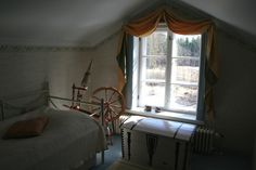 old fashion spinning wheel makes the feeling of this room like fairytale, you can almost imagine sleeping beauty climbing to this room. my 7 year old kneese said that she wouldn't like tosleep here because the witch might come to this room...