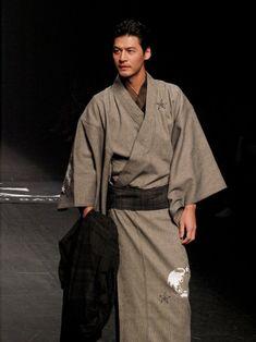 JOTARO SAITO の2015-16 A/W Traditional Kimono, Traditional Fashion, Traditional Outfits, Traditional Japanese, Yukata, Traditioneller Kimono, Male Kimono, Harajuku Fashion, Japan Fashion