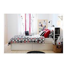 IKEA - BRIMNES, Sängynrunko, pääty ja säilytystilaa, 140x200 cm, , 4 suurta laatikkoa tarjoavat reilusti säilytystilaa.Sängyn laidat ovat säädettävät, joten sänkyyn voi valita haluamansa paksuisen patjan.Päällyslevyssä on aukot esim. valaisinten tai latureiden johdoille.