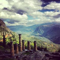 Delphi grandeur under a spring sky - LiFO