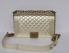 4ebf658be79 Bolsa Chanel - Le Boy Dourada - ww.modagrife.com - R 950