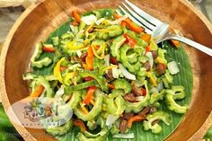 Looking for a Pinoy salad with a bit more bold flavors that packs a punch in terms of health benefits? Try making this delicious Ensaladang Ampalaya Recipe. Filipino Vegetable Recipes, Filipino Recipes, Filipino Dishes, Filipino Food, Philippines Food, Pinoy Food, Indonesian Food, Salad Recipes, Side Dishes