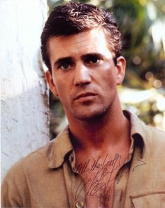 a young Mel Gibson. :)  OK.....he's whacked out now.....but just look at him!