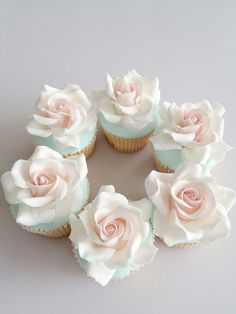 Ever think of having cupcakes for your wedding after party? These beautiful, delicious flower wedding cupcakes will look gorgeous in every wedding theme. Flowers Cupcakes, Cupcakes Flores, Pretty Cupcakes, Beautiful Cupcakes, Fun Cupcakes, Wedding Cupcakes, Vanilla Cupcakes, Valentine Cupcakes, Valentine Treats