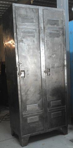 D tails sur ancien meuble de m tier m tal bross atelier for Meuble facon industriel