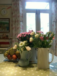 Flowers on my kitchen table www.lavenderhousevintage.co.uk #vintage#dining#flowers#kitchen#home#interiors
