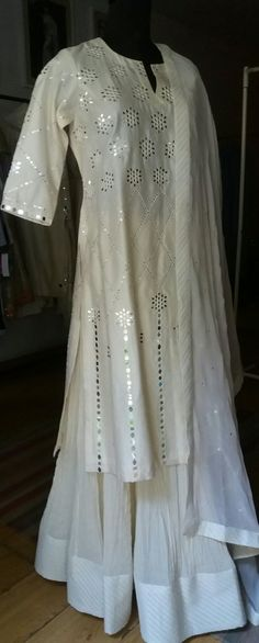Rupali Singh Design Rupalisingh@hotmail.com Dresses For Teens, Trendy Dresses, Nice Dresses, Dresses For Work, Pakistani Outfits, Indian Outfits, Mirror Work Dress, Sharara, Churidar