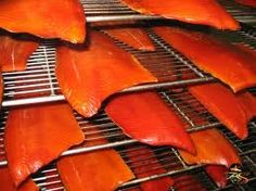 Smoked Salmon or Northern Pike Brine Smoked salmon Use 3-6 pounds of fish ½ Gallon of Apple Cider ½ Gallon of water ½ pound of brown sugar ½ pound of salt 2 Tablespoons of garlic powder Marinate fish for 36 hours. Do not rinse. Paper towel dry fish and smoke for 5-12 hours at 165 degrees.