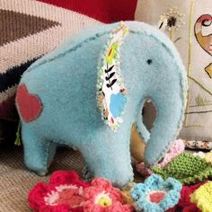 Bustle and Sew: Little Elephant Pattern for you Lockhart Lockhart Clark I saw this and thought of you :) Sewing Toys, Baby Sewing, Sewing Crafts, Sewing Projects, Softies, Plushies, Stuffed Animals, Stuffed Animal Patterns, Felt Crafts