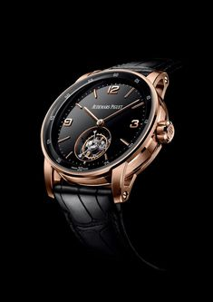 The 2019 edition of the Salon International de la Haute Horlogerie (SIHH) is in full-swing, with about thirty-or-so luxury watch brands unleashing their new Audemars Piguet Gold, Audemars Piguet Diver, Audemars Piguet Watches, Best Watches For Men, Luxury Watches For Men, Cool Watches, Men's Watches, Unusual Watches, Patek Philippe
