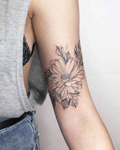 Back Tattoos 20717 - flower tattoos Feminine Tattoo Sleeves, Feminine Tattoos, Sexy Tattoos, Cute Tattoos, Beautiful Tattoos, Flower Tattoos, Body Art Tattoos, Sleeve Tattoos, Tatoos