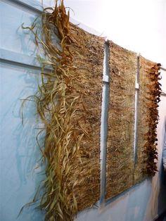 Silvia Umpiérrez Weaving Textiles, Weaving Art, Wire Weaving, Tapestry Weaving, Hand Weaving, Textile Fiber Art, Textile Prints, Fibre Art, Natural Weave